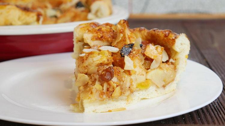 Постный пирог с яблоком, корицей и миндалем