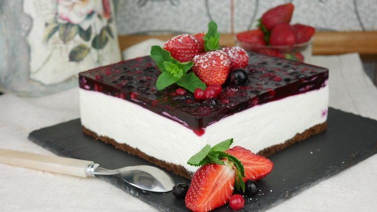Чизкейк без выпечки с ягодами смородины