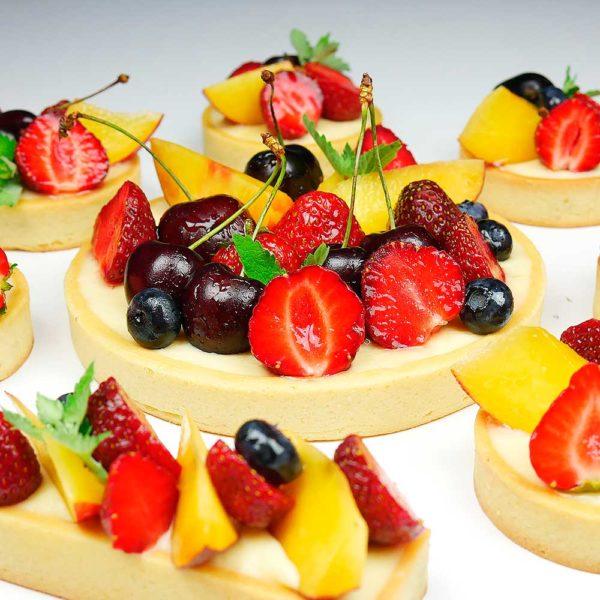 Тарталетки с легким заварным кремом и ягодами