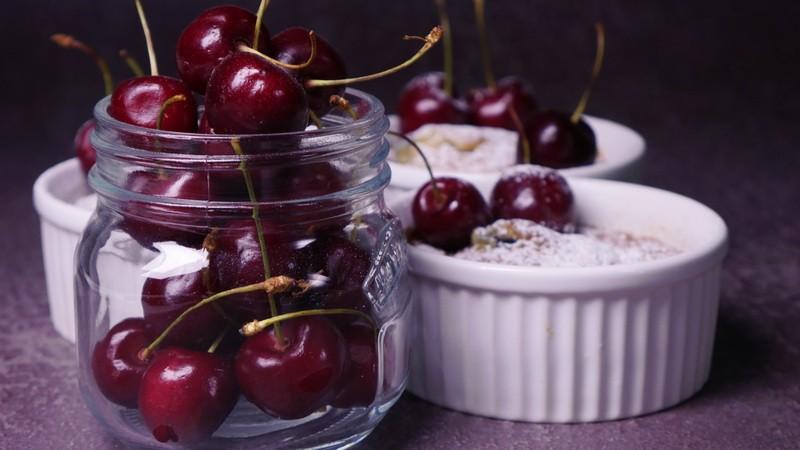 Клафути с черешней — привет из Франции для любителей быстрых рецептов